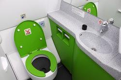 Toiletten im Flugzeug funktionieren anders als übliche Toiletten.