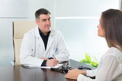 Bevor Sie eine Stuhlprobe abgeben müssen, wird Ihr Arzt Sie beraten.