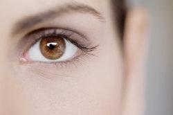 Beim Augenweiß handelt es sich um die Lederhaut des Auges.