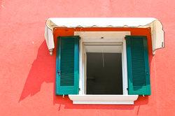 Regelmäßiges Lüften gegen Wohnungsschimmel