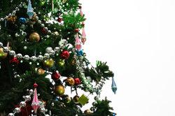Schmücken Sie Ihren Weihnachtsbaum.