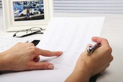 Mit der Gehaltszahlung wird häufig eine Lohnabrechnung fällig.