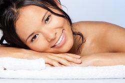 Nasse Haare können im Bett schnell kaputt gehen.
