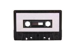 In den 90ern stellen Magnetband-Kassetten ein typisches Medium dar.
