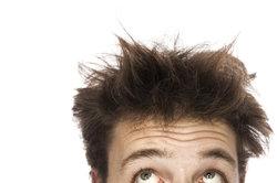 Abstehende Haare kann man leicht bändigen.