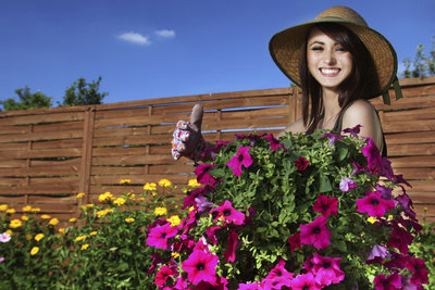 Sie können am 1. Mai Gartenarbeit leisten, wenn Sie keinen Lärm verursachen.