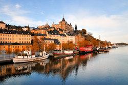 Einige Schiffe im Hafen von Stockholm wurden zu Jugendherbergen umfunktioniert.