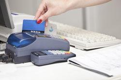 Worin sich Bankkarte und Kreditkarte unterscheiden