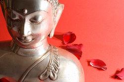 Besonders die Sterberituale unterscheiden sich im Buddhismus stark.