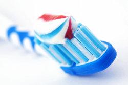 Auch in Zahncremes ist teilweise noch Aluminium zu finden.