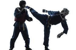 Beim Kampfsport lernen Sie, wie Sie sich richtig gegen einen Angriff wehren können.