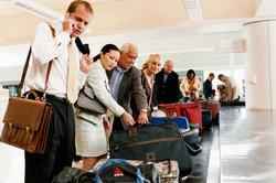 Im Ausland wartet meist vor dem Gepäckband die Passkontrolle.