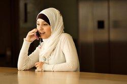 Gläubige Mosleminnen halten sich an die Aussagen der Gelehrten.