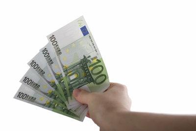 Bei 500 Euro Verdienst greift Plichtversicherung, auch für Krankenversicherung.