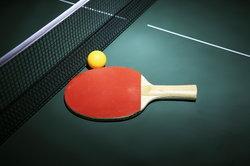 Wer keinen Platz für eine Tischtennisplatte hat, kann sich eine passende Miniversion bauen.
