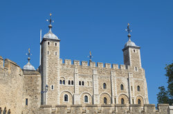 In Tower of London werden die Kronjuwelen aufbewahrt.