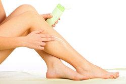 Mit der richtigen Pflege wird die Haut straff und gut durchblutet.