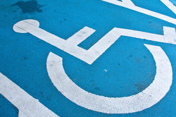 Merkzeichen aG im Schwerbehindertenausweis berechtigt zur Parkplatznutzung.
