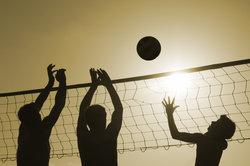 Bei Ballsportarten sind Ihre Fingergelenke gefährdet.