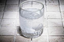 Sowohl Leitungswasser als auch Mineralwasser haben ihre Vor- und Nachteile.