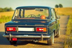 Ein innerer Monolog von Maik im Roman Tschick findet im Auto statt.