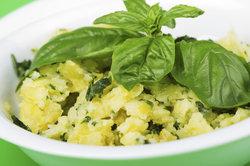 Kartoffelsalat schmeckt am besten frisch.