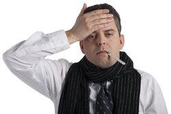 Eine Streptokokken-Angina kann Halschmerzen und Fieber verursachen.