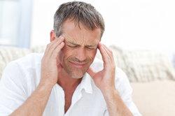 Kopfmerzen bei Augenbewegungen können unterschiedliche Ursachen haben.