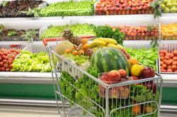 Obst ungewaschen in der Küche zu lagern, kann eine Obstfliegenplage hervorrufen.