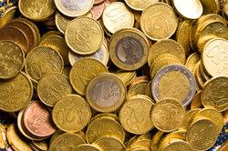 Versicherungen möchten Kunden bei Kündigung oft mit Kleingeld abspeisen.