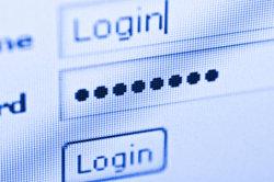 Alle Passwörter kann sich kaum jemand merken - gespeicherte Kennwörter scheinen da die Lösung.