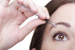 Schon in der Renaissance haben Frauen ihre Augenbrauen gezupft.
