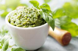 Pesto aus dem Glas ist lecker und praktisch.