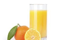 Frischer Orangensaft entwässert bei Ödemen.