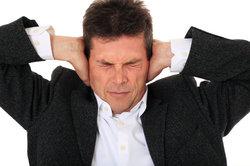 Ein Tinnitus kann mitunter behindern.