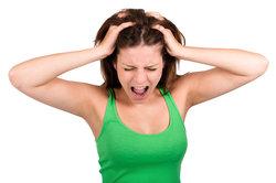 Kopfhautschmerzen können sehr belastend sein.