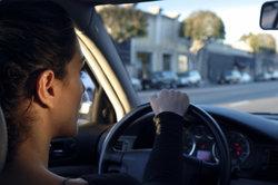 Im Auto über Bluetooth zu telefonieren, geht nur mit Nachrüstung einer Freisprecheinrichtung.