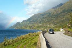 Wer mit dem Auto in Norwegen unterwegs ist, sollte gut tanken.