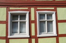 Alte Gebäude haben oft Stulpfenster.