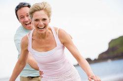 So können Sie nach der Behandlung einer Muskelverhärtung wieder lachen.