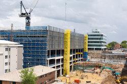 Insbesondere auf dem Bau gibt es viele Arbeitsunfälle.