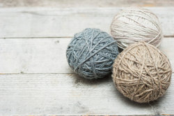 Wollkugeln aus Wolle selbst fertigen - das ist ganz einfach
