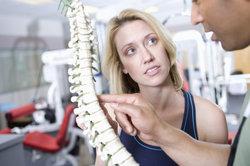Schmerzen der Wirbelsäule können auf eine Protrusion hindeuten.