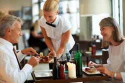 Die Löhne im Restaurant fallen je nach Region und Zuständigkeit unterschiedlich aus.