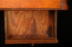 Gerade Holzschubladen klemmen gerne.