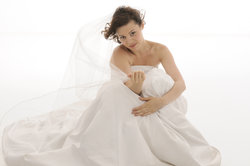 Beim Persunshop erhalten Sie Brautmode zu günstigen Preisen.