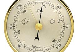 Der Luftdruck wird mit einem Barometer gemessen.