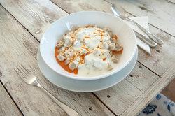 Türkische Manti mit Joghurt und Butter-Paprikasoße