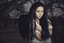Ein schwarzer Engel steht meistens für Tod und Trauer.