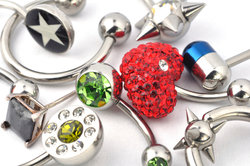 BCR-Schmuck und Micro-Barbells sehen beim Rook-Piercing toll aus.